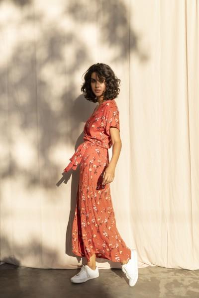 Buddha Wear: Modell 'Wibke Maxi Dress - Ruby Flowers'