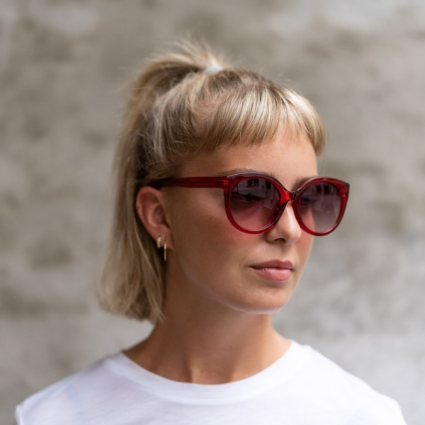 A.Kjærbede: Modell 'Butterfly Sonnenbrille - Red Transparent'