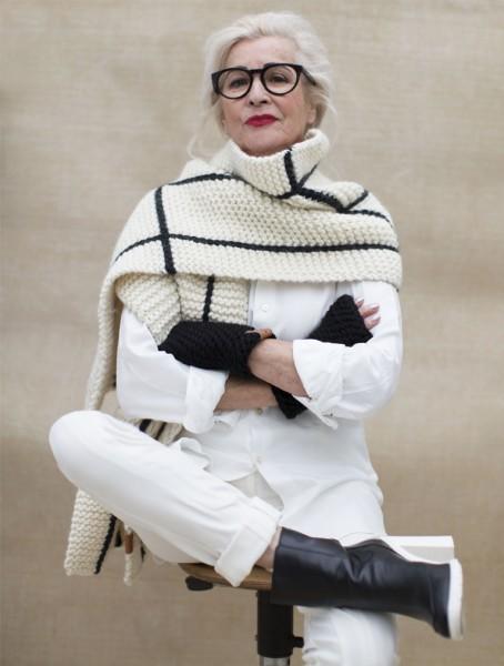Granny's Finest: Modell 'Ivy Schal - Beige'