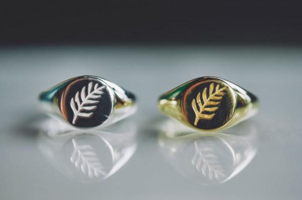 Flawed: Modell 'Leaf Signet Ring- Gold'