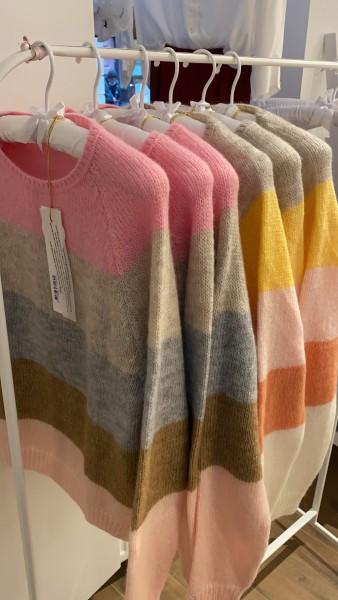 Sibin Linnebjerg: Modell 'Aki Pullover - Multicolour 1'