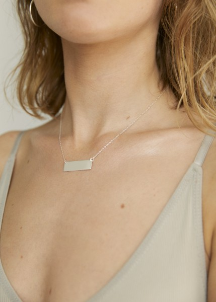 Wild Fawn: Modell 'Bold Rectangle Pendant Necklace - Silver'