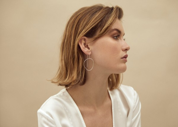 Wild Fawn: Modell 'Hand Formed Oval Hoops - Silver'