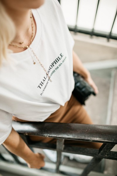 Coastline Label: Modell 'T-Shirt - Thalassophile'