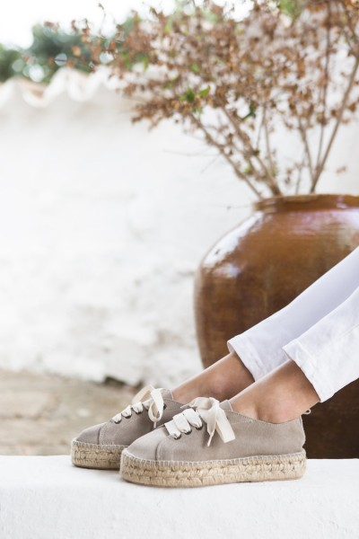 Jutelaune: Modell 'Sneaker Espadrilles - Wildleder Taupe'