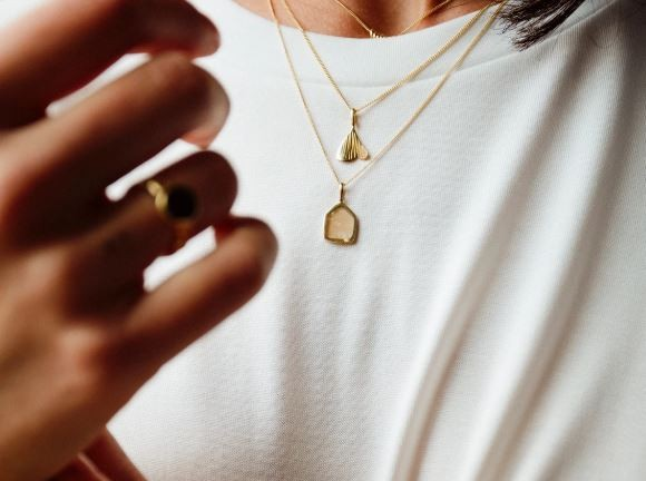 Flawed: Modell 'Grapefruit Affair Necklace - Gold'