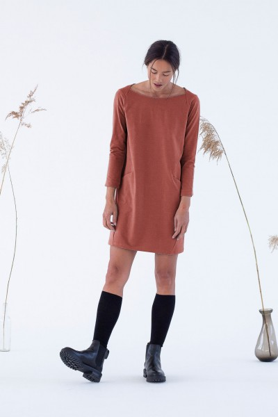 Suite 13: Modell 'Shiga Dress - Redwood'