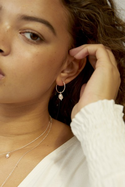 Wild Fawn: Modell 'Pearl hoops in silver'