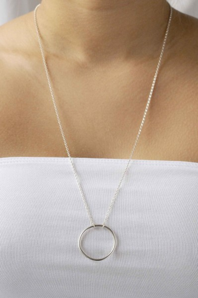 Wild Fawn: Modell 'Long Circle necklace'
