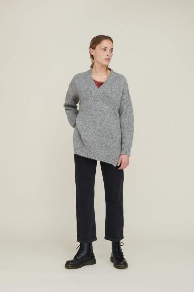Basic Apparel: Modell 'Aliki V-neck - Light grey melange'